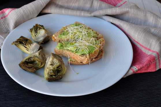 Avocado sandwich with steamed artichokes